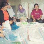 Melindungi dan Memenuhi Hak Pekerja Rumahan Dengan Kebijakan Daerah
