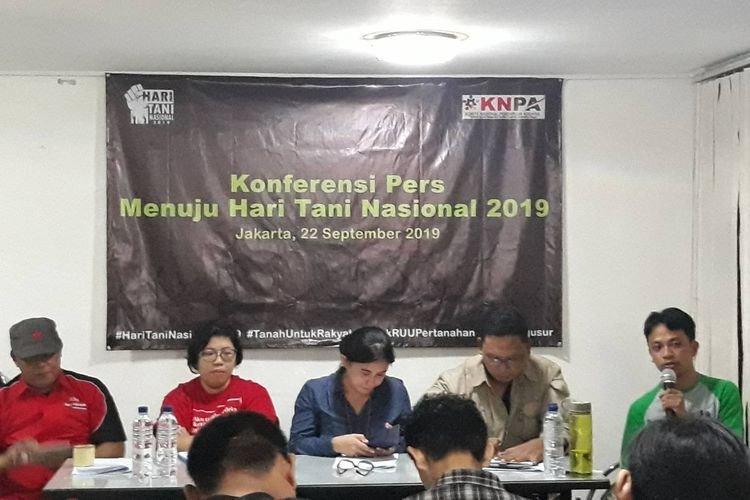 Foto: Kompas.com/Fitria Chusna Farisa | Konferensi pers di Sekretariat Nasional Konsorsium Pembaruan Agraria (KPA), Jakarta Selatan, Minggu (22/9/2019).